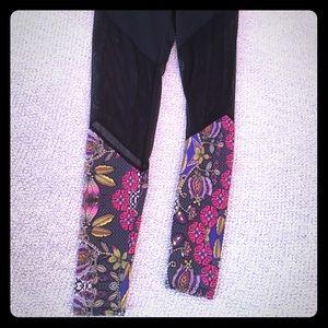 Onzie crazy fun leggings!! Size S/M